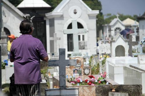 Cemitérios de Manaus recebem 600 mil pessoas no Dia de Finados