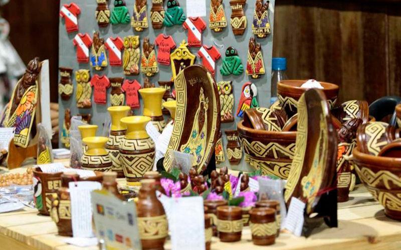 Feira de artesanato reúne expositores do Brasil e do Mundo em Belém