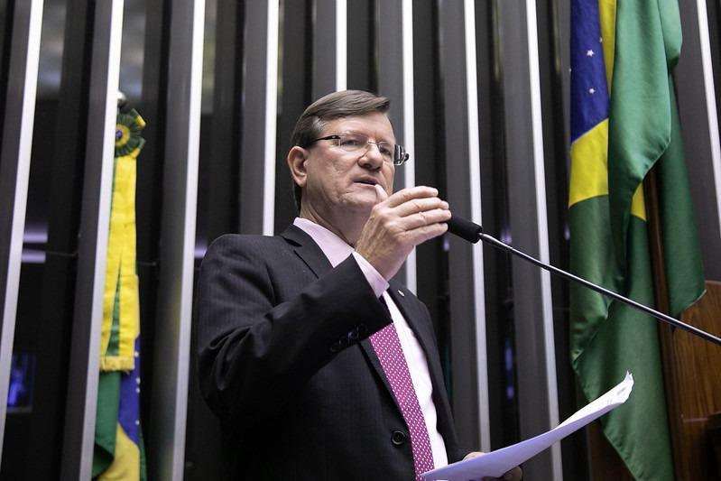 Deputado denuncia 'novo genocídio indígena' no Brasil
