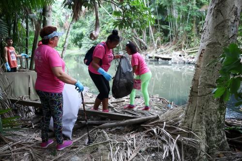 'Dia D' será de retirada de resíduos flutuantes do Igarapé do Mindu, em Manaus