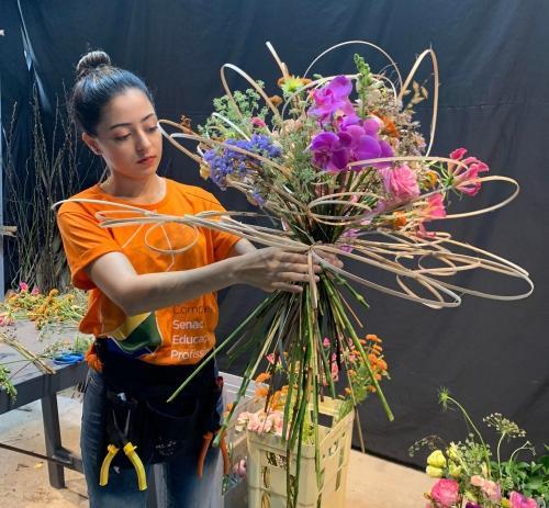 Senac seleciona jovens para curso gratuito de florista em Manaus