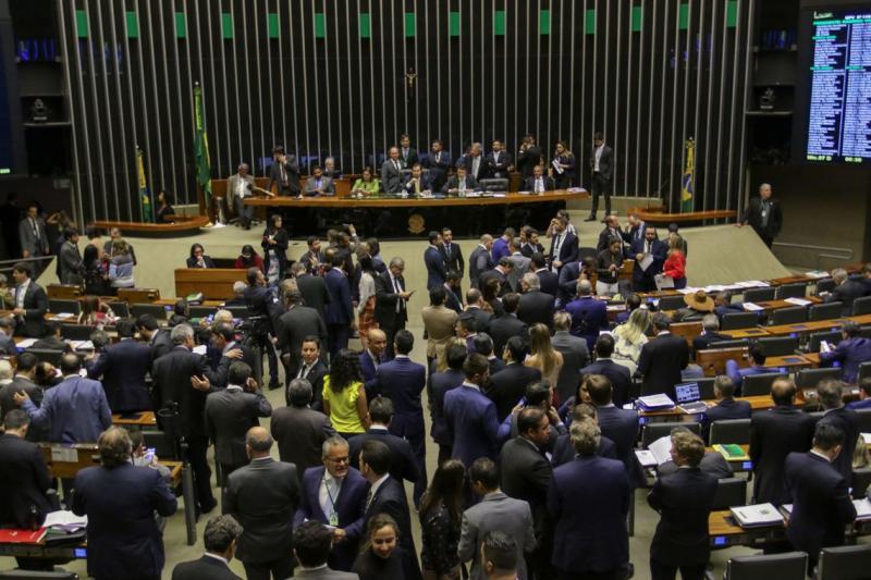 Câmara aprova MP que aumenta saques do FGTS de R$ 500 para R$ 998
