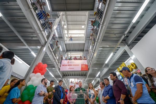 Arthur inaugura maior espaço de compra popular do Centro Histórico de Manaus