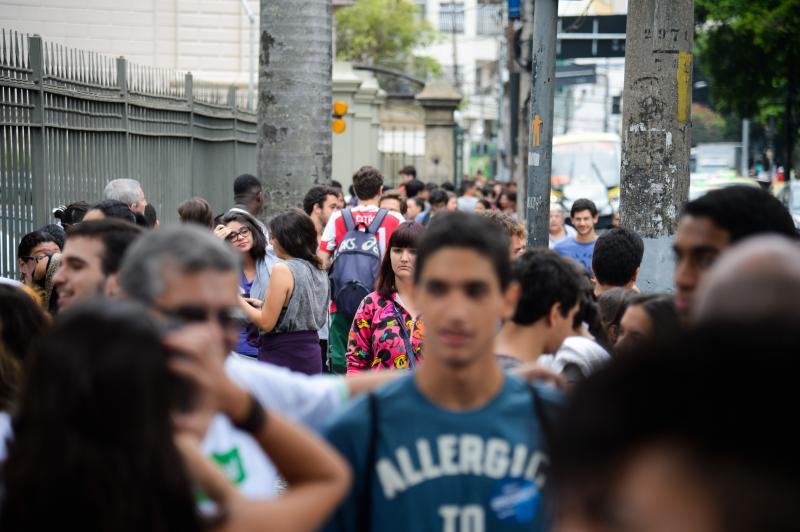 Ônibus gratuitos para estudantes do Pará no dia do Enem, anuncia Helder
