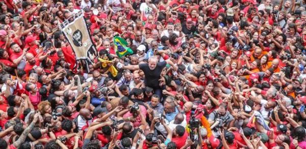 'Bolsonaro não foi eleito para governar para milicianos', afirma Lula