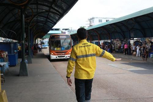 Frota de ônibus de Manaus é reforçada no segundo dia de provas do Enem