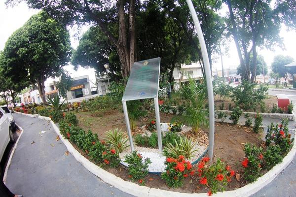 Praça Santos Dumont, em Manaus, ganha novo paisagismo