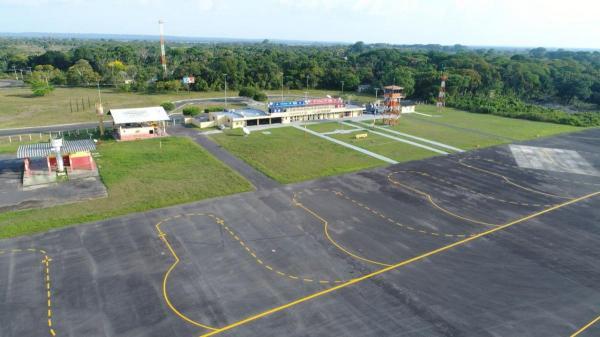 Vândalos destroem sinalização da pista do aeroporto de Parintins