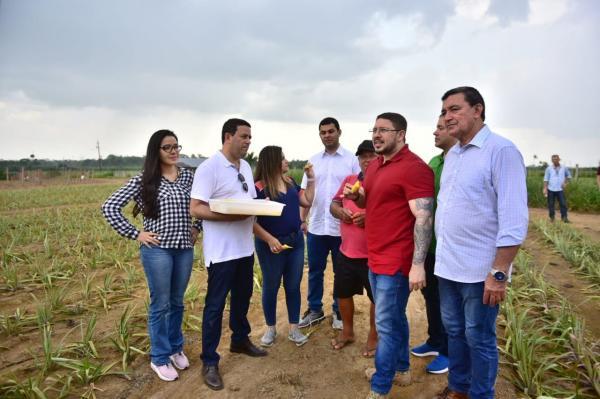 Carlos Almeida assina convênio de R$ 520 mil para agricultores, na Expoita 2019