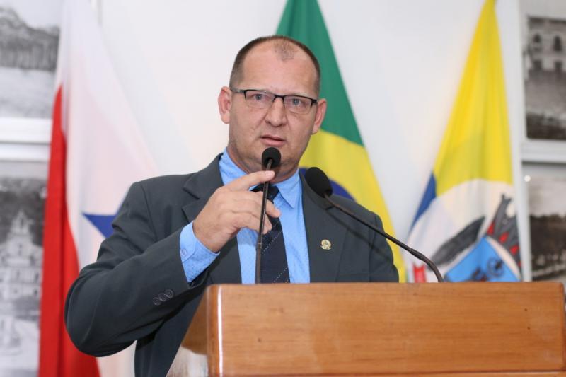 """""""Com promessa de ônibus da China, Nélio faz novo acordo com Resende', diz Gaúcho"""