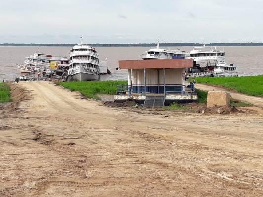 Com Porto de Parintins fechado, porto improvisado é precário
