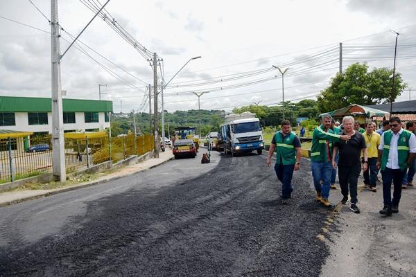 Prefeito de Manaus vistoria obras de recapeamento do Requalifica 2 e 3