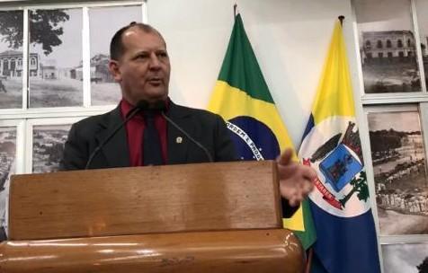 Gaúcho diz que só Nélio acredita que Resende vai trazer ônibus da China