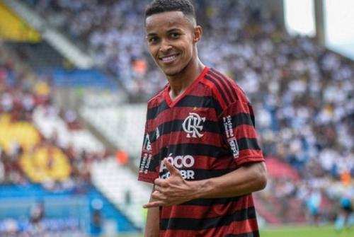 [Jorge Jesus convoca Lázaro para participar de treino dos profissionais do Flamengo]