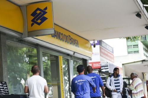 Banco do Brasil, Caixa, Bradesco, Itaú e Santander demitem 5,5 mil funcionários