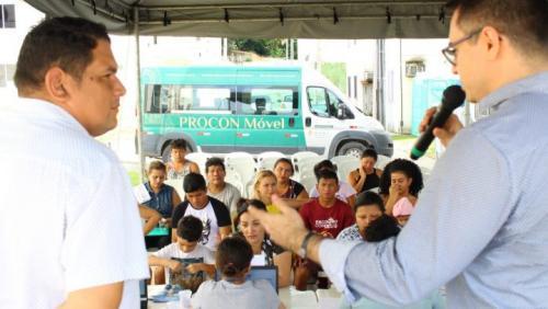 'Mutirão' negocia dívidas de água de 150 famílias do conjunto Manauara I
