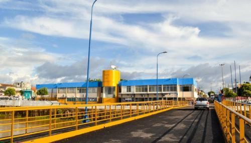 Risco de desmoronamento fecha também prédio do porto de Parintins