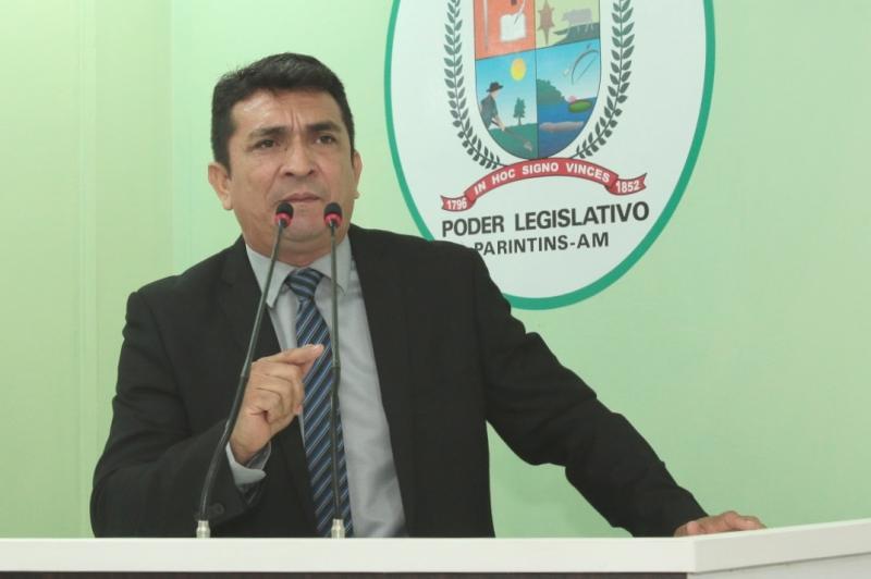 Beto Farias cobra transparência da gestão de Telo Pinto, na Câmara de Parintins