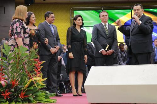 Em culto, em Manaus, Bolsonaro diz que novo ministro do STF será evangélico