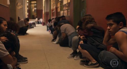 Em 'Amor de Mãe', cena de tiroteio na escola repercute na internet: 'realidade do país'