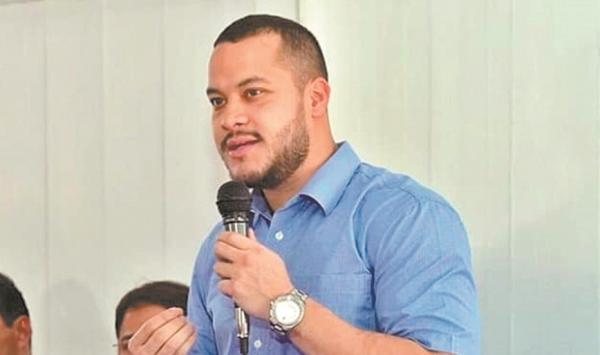 Adail Filho contrata empresa para asfaltar quatro ruas por R$ 1,4 milhão