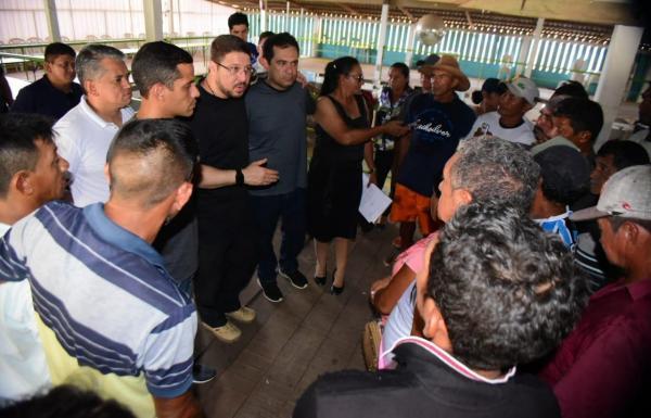 Governo reúne pescadores e estuda projeto de fábrica de gelo em Maués