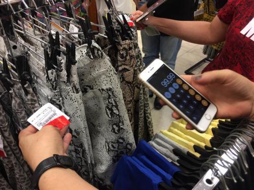 Defensoria e órgãos de defesa do consumidor fiscalizam 'Black Friday' em shopping de Manaus