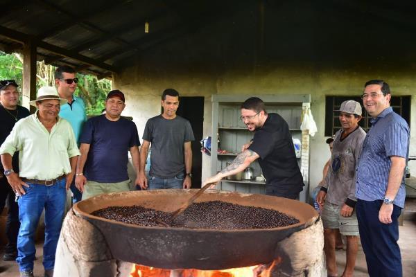 Governo analisa tecnologia da Embrapa Maués que potencializa produção de guaraná