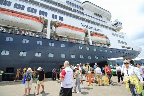 1,9 mil turistas americanos chegam a Manaus no cruzeiro M/S Volendam