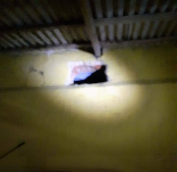 Oito presos fogem do presídio de Maués por buraco na parede
