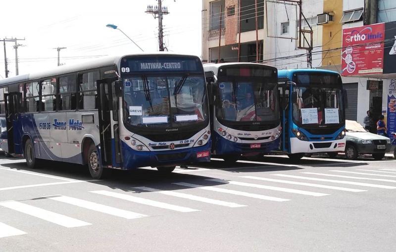 Resende apresenta contrato a Nélio que seria para obter ônibus da China