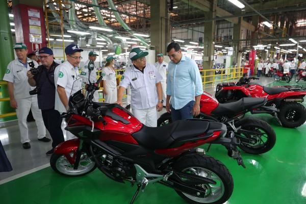 Em visita à Moto Honda, Wilson destaca crescimento da indústria amazonense