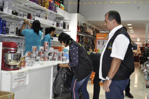 Operação especial 'Presente Seguro' do Ipem-AM fiscaliza produtos natalinos