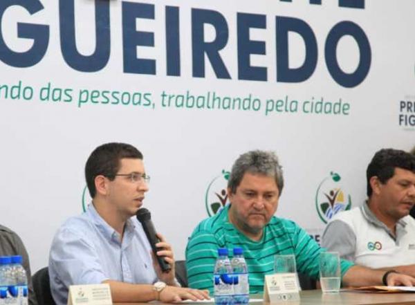 Desembargador Lins reconduz Romeiro Mendonça ao cargo de prefeito em Figueiredo
