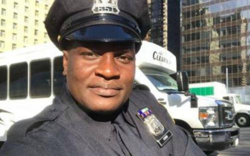 Jacaré, do É O Tchan, vira policial no Canadá