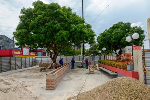 Praça do Eldorado, em Manaus, é revitalizada pela Prefeitura