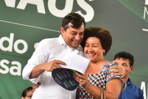 Wilson entrega crédito a microempreendedores e títulos de terra no Mutirão