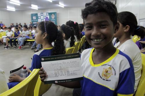 Prefeitura de Manaus certifica alunos do projeto 'Defesa Civil na Escola'