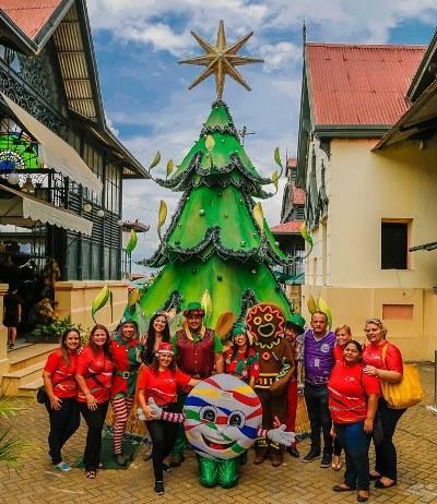'Natal do Abraço' é realizado no Mercado Adolpho Lisboa, em Manaus