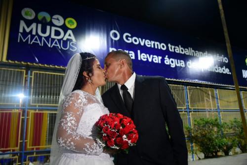 Casamento coletivo reúne 26 casais durante edição do 'Muda Manaus'