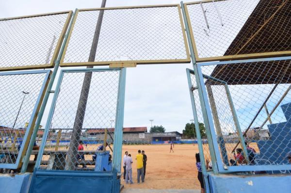 Seinfra inicia reformas de complexos socioesportivos no Mutirão, em Manaus