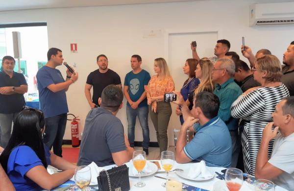 Prestigiado no governo, Saullo Vianna reúne base em confraternização