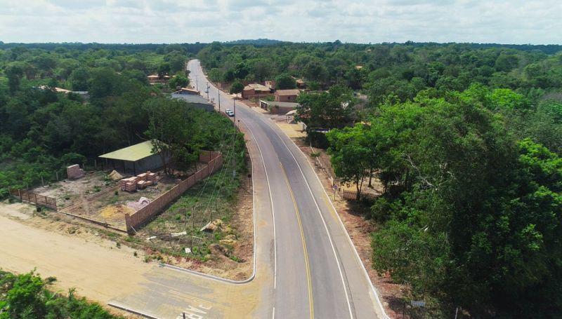 Trecho da estrada que liga Alter do Chão à comunidade Pindobal é entregue pavimentado