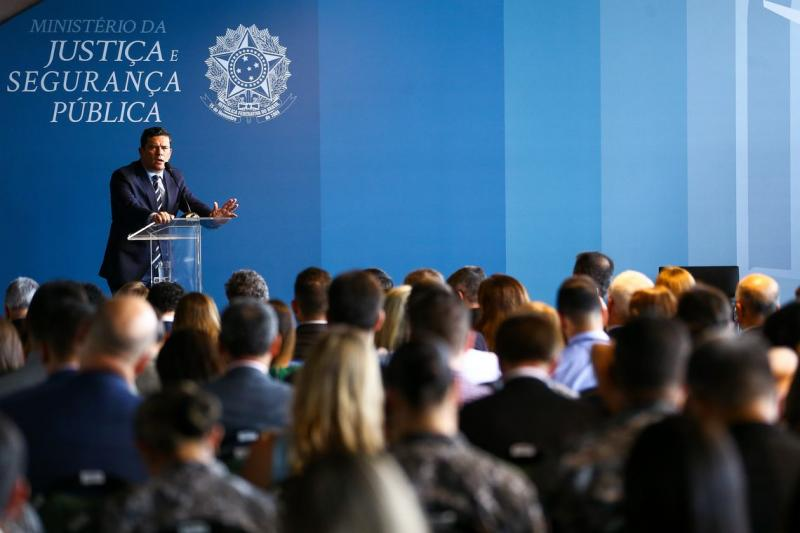 Corrupção abala confiança no regime democrático, diz Moro