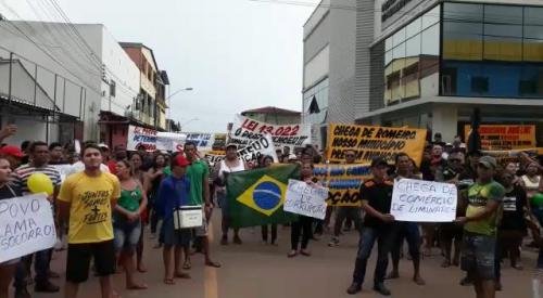 Moradores de Figueiredo protestam contra recondução de Romeiro ao cargo de prefeito