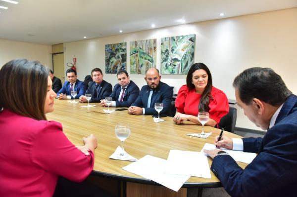 Governador em exercício, Yedo Simões sanciona leis da previdência e contratação de crédito