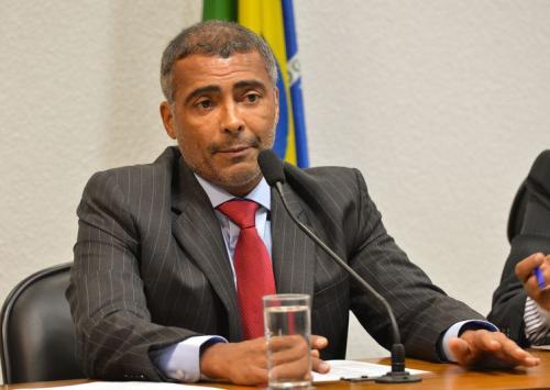 Romário parabeniza primeiro médico PcD a se formar na UEA, em Manaus