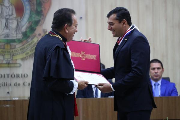 Wilson Lima recebe mérito judiciário e destaca parceria entre poderes do AM