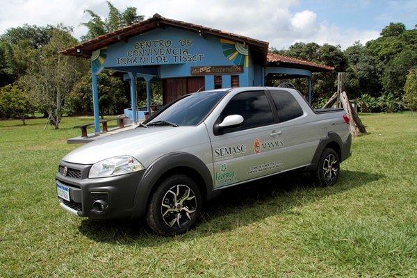Prefeitura de Manaus entrega veículo a Fazenda Esperança