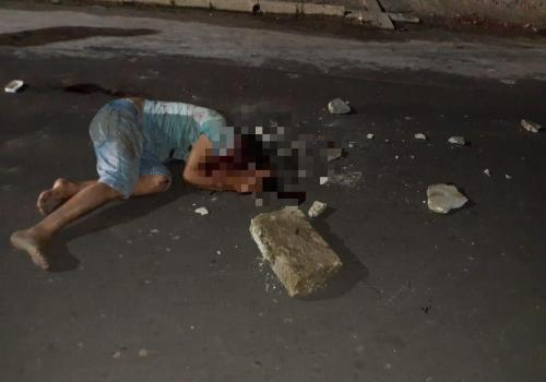 Homem mata ex-mulher com 18 facadas e é agredido com blocos de concreto, em Parintins